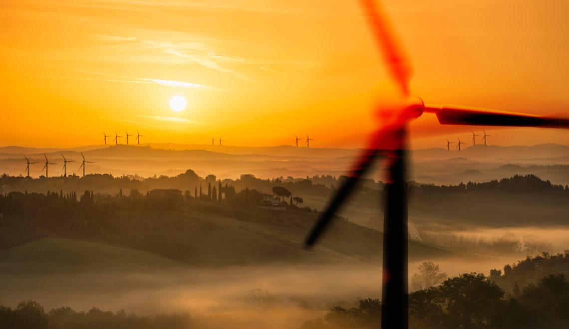 les-eoliennes-sont-une-des-sources-d-energie-renouvelable